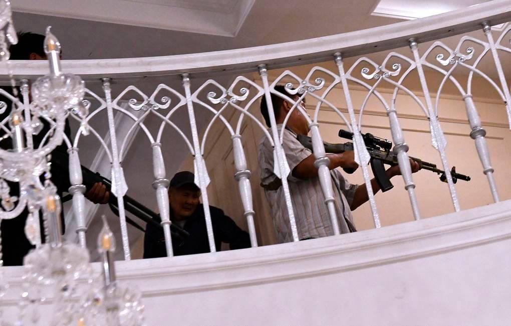 ყირგიზეთის ყოფილმა პრეზიდენტმა, ალმაზბეკ ატამბაევმა აღიარა, რომ შტურმის დროს სპეცრაზმელების მიმართულებით პირადად ისროდა