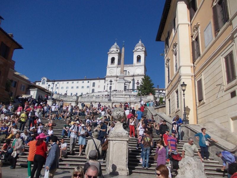 """რომში """"ესპანურ კიბეზე"""" დაჯდომა, ჭამა და დალევა აიკრძალა"""