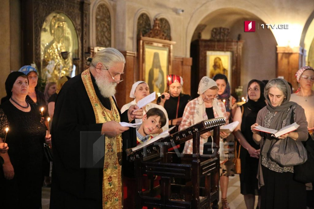 В соборе Пресвятой Троицы отслужили поминальную панихиду по душам погибших во время августовской войны