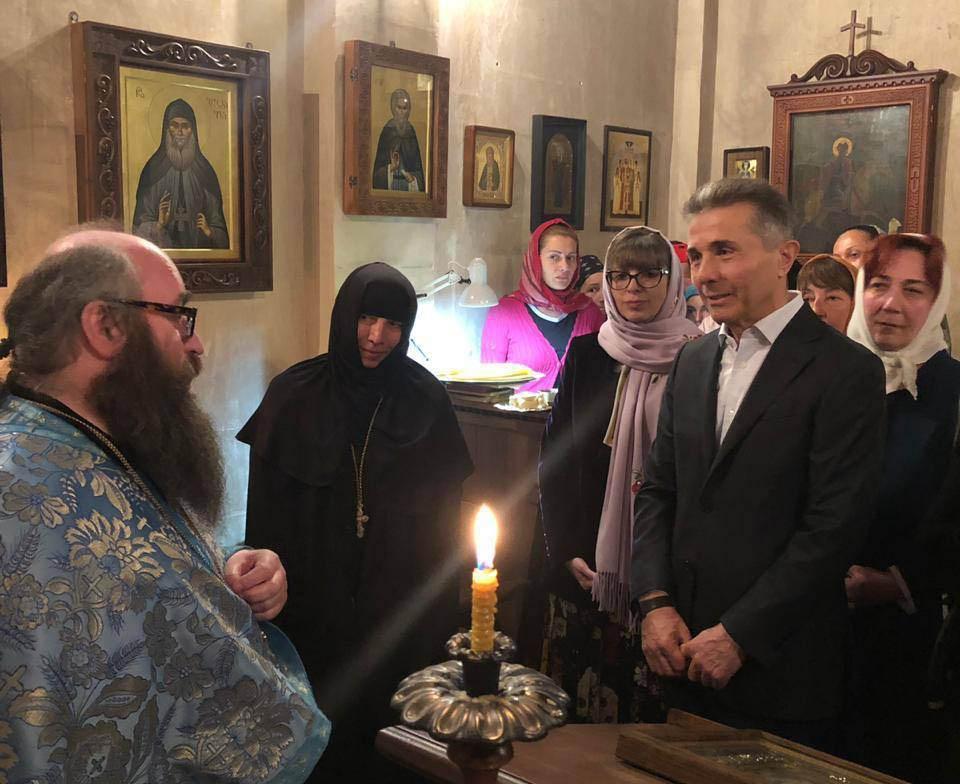 Бидзина Иванишвили вместе с супругой присутствовал на литургии в храме Святого Пантелеймона в Абастумани