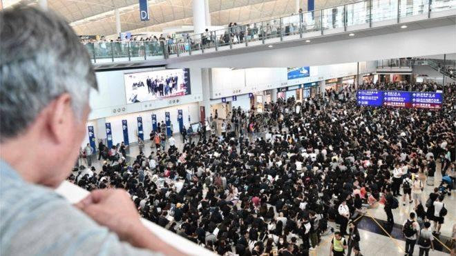 ჰონკონგის აეროპორტში სამდღიანი საპროტესტო აქცია დაიწყო