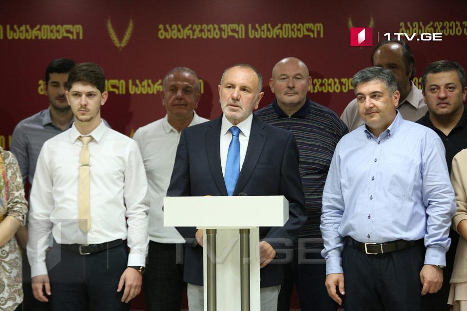 Коте Кемулия - Бюро экспертизы пришло к выводу, что подпись на договоре, оформленном в Берлине между Окруашвили и Халваши, якобы не принадлежит Халваши