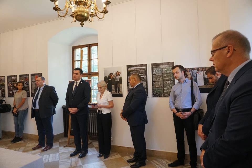 ვროცლავში საქართველოზე რუსეთის სამხედრო აგრესიის ამსახველი ფოტოგამოფენა გაიხსნა