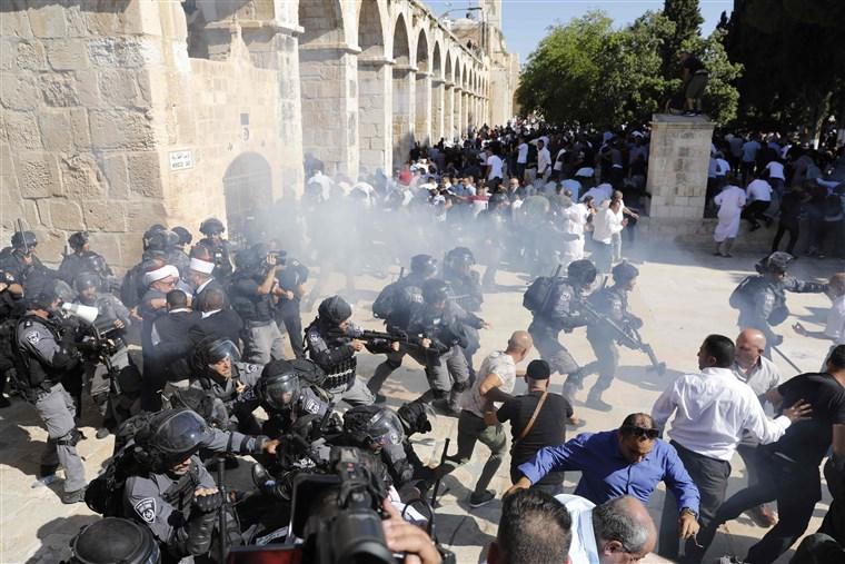 ალ-აქსას მეჩეთთან მუსლიმებს და ისრაელის პოლიციას შორის შეტაკება მოხდა