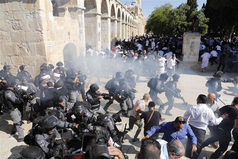 Əl-Aqsa məscidi yanında müsəlmanlar və İsrail polisi arasında toqquşma baş verdi