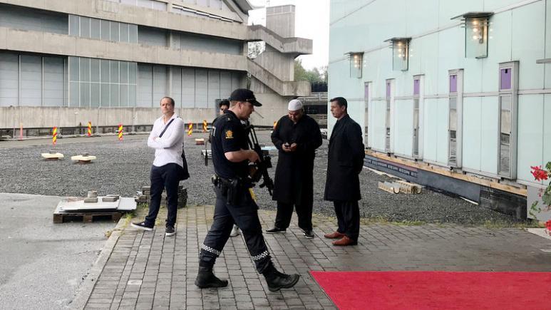 ნორვეგიის მეჩეთში სროლის საქმეს ხელისუფლება შესაძლო ტერორისტული აქტის მიმართულებით იძიებს