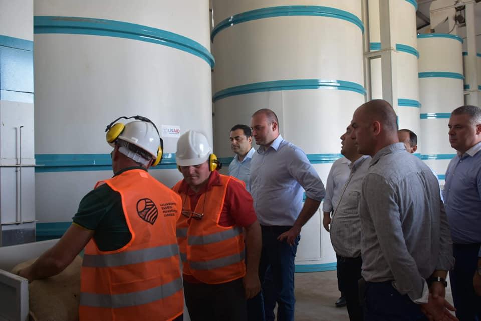 პრემიერ-მინისტრი სოფელ ნაცატუში ფერმერებს შეხვდა