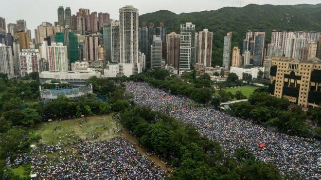 ჰონგ-კონგში დღევანდელ აქციაზე მილიონზე მეტი ადამიანი გავიდა