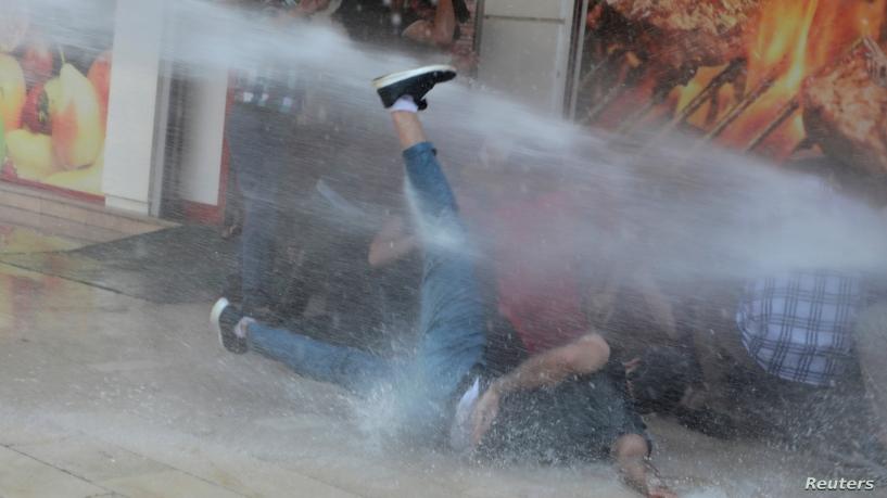Полиция Турции применила для разгона демонстрантов водомет
