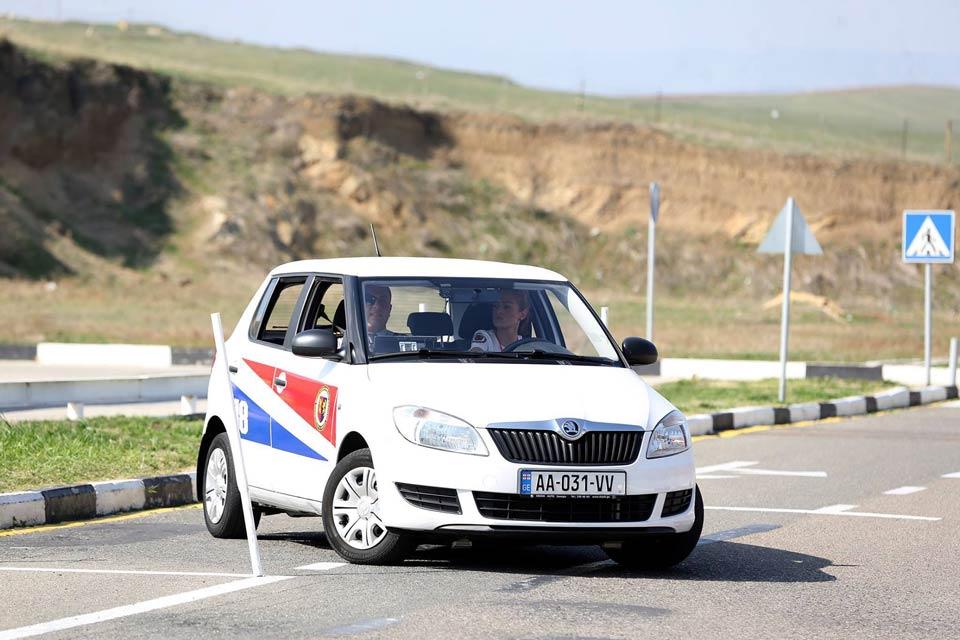 Gürcüstanda bu il 23 415 sürücülük vəsiqəsi verildi