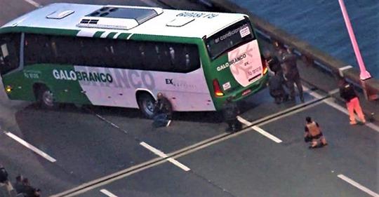 რიო-დე-ჟანეიროში მამაკაცმა ავტობუსის მგზავრები მძევლად აიყვანა