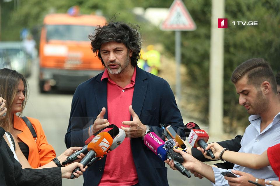 """Каха Каладзе - У т.н """"стоянщиков"""" нет права требовать от водителей какой-либо оплаты, это незаконно"""