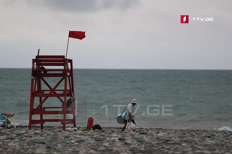 Qasırğaya görə, Qara dəniz sahilində dənizə girmək qadağan edilib