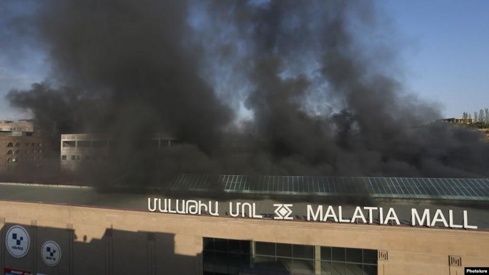 ერევანში, სავაჭრო ცენტრში ხანძრისას ექვსი ადამიანი დაშავდა