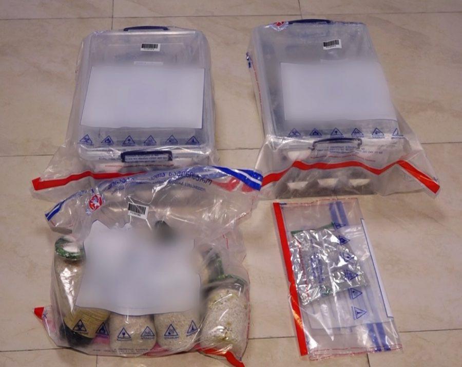 პოლიციამ განსაკუთრებით დიდი ოდენობით სხვადასხვა სახის ნარკოტიკი ამოიღო