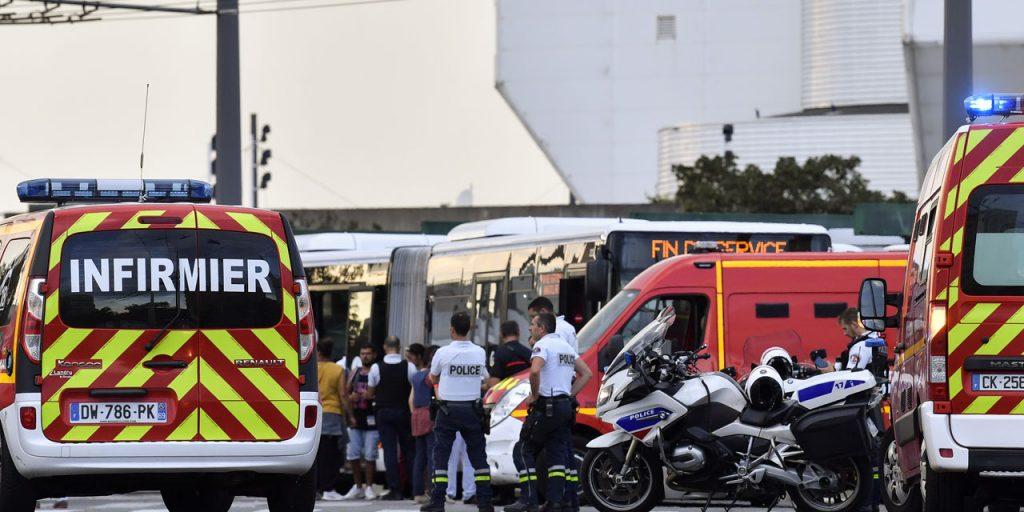 საფრანგეთში თავდასხმის შედეგად ერთი ადამიანი დაიღუპა და ცხრა დაშავდა
