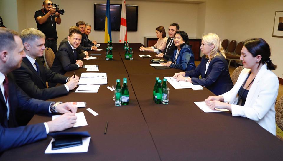 Сaломе Зурaбишвили, Вaршaвa, Влaдимир Зеленски диҧылеит (aфото)