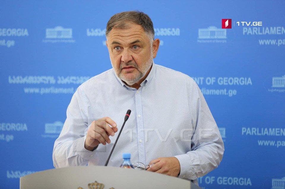 Бидзина Гегидзе заявляет, что ему не сообщили о его исключении из парламентского большинства