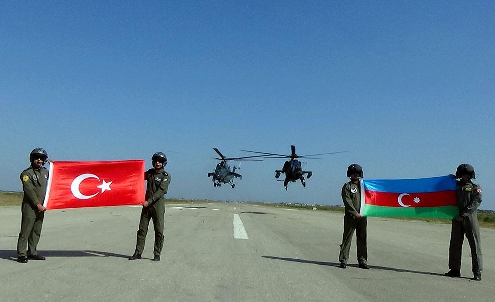 Азербайджан и Турция проводят совместные военные учения