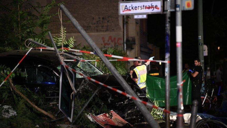 ბერლინში ავტომობილი ტროტუარზე ავარდა, დაიღუპა ოთხი ადამიანი