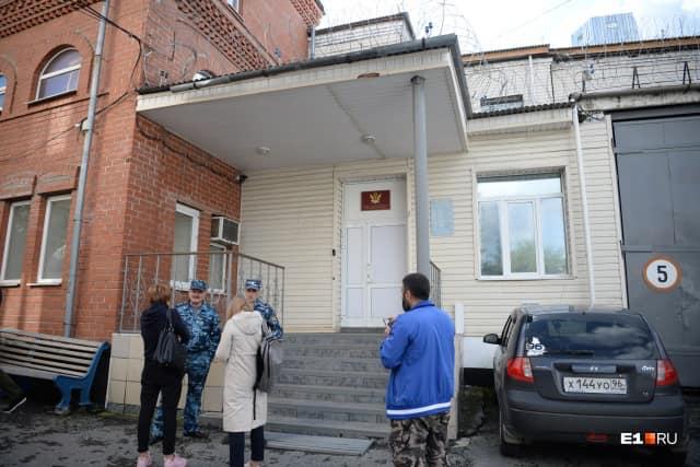 რუსული მედია - ეკატერინბურგის კოლონიაში ათობით პატიმარმა ვენები გადაიჭრა