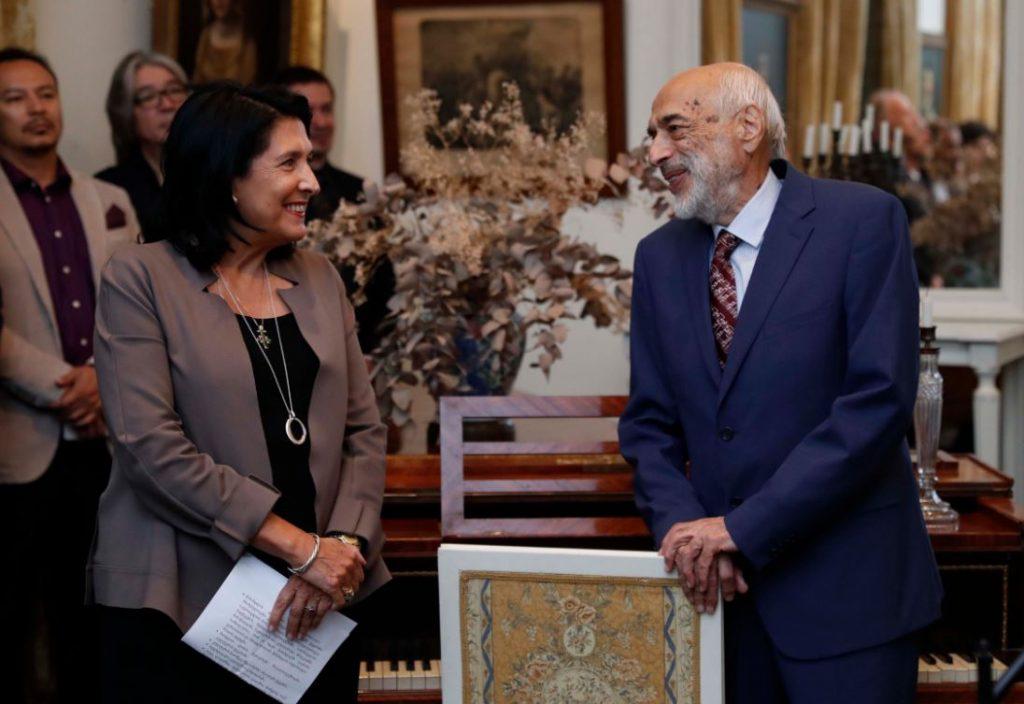 Саломе Зурабишвили наградила пианиста Дмитрия Башкирова Медалью Чести