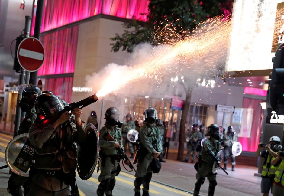 ჰონგ კონგის პოლიციამ საპროტესტო აქციის მონაწილეები დაარბია