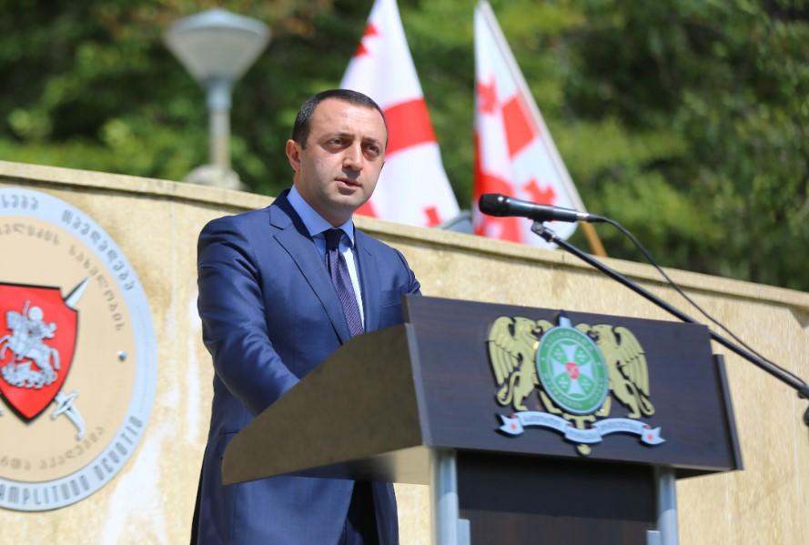 Ираклий Гарибашвили поздравил сержантов с окончанием командно-штабного курса