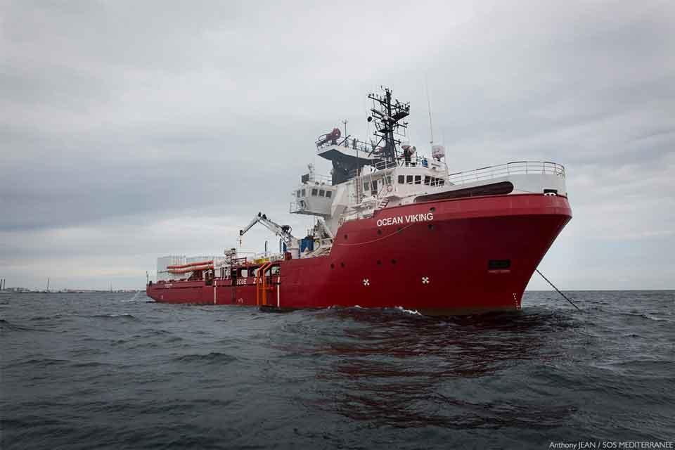 იტალიის ახალმა მთავრობამ საკუთარ პორტში მიგრანტებით სავსე გემი შეუშვა