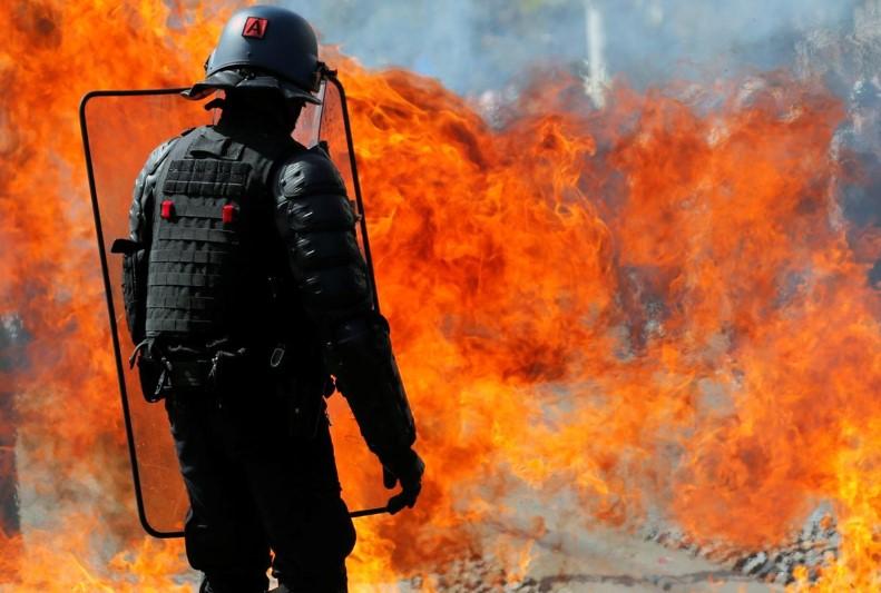 საფრანგეთში ყვითელჟილეტიანების აქციაზე პოლიციასთან შეტაკება მოხდა