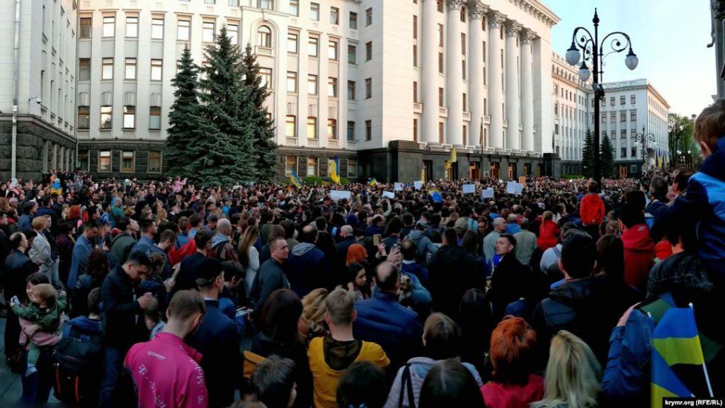 Kiyevin mərkəzində, Ukrayna prezidentinin ofisinin yanında etiraz aksiyası keçirildi
