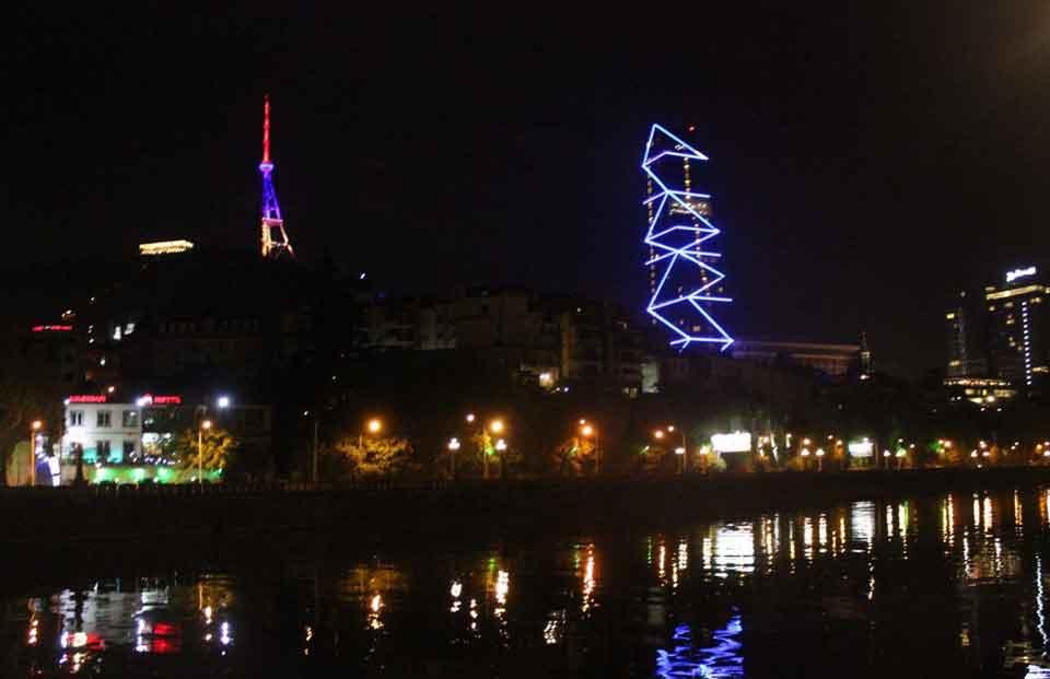 Тбилисская телевизионная вышка была подсвечена в цвета флага Армении