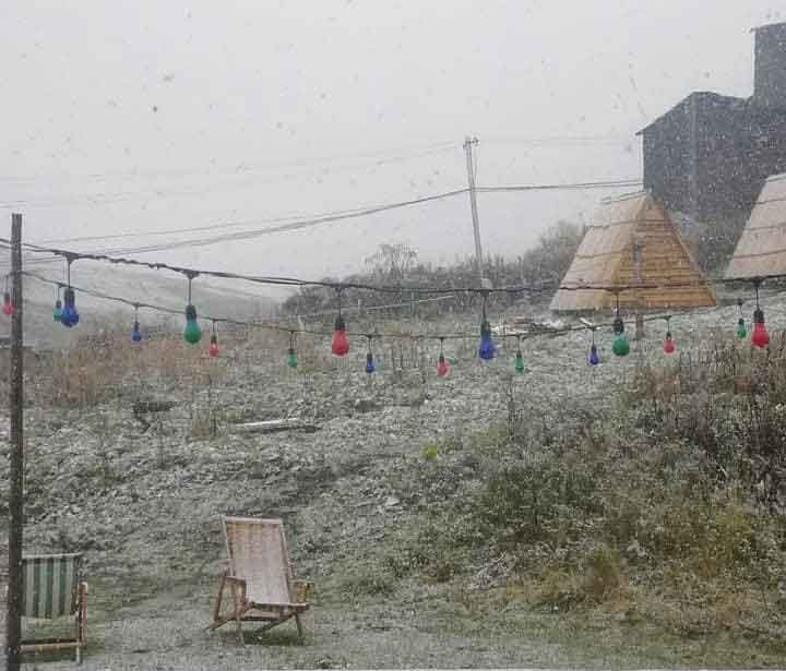 First snowfall in Svaneti (Photo)