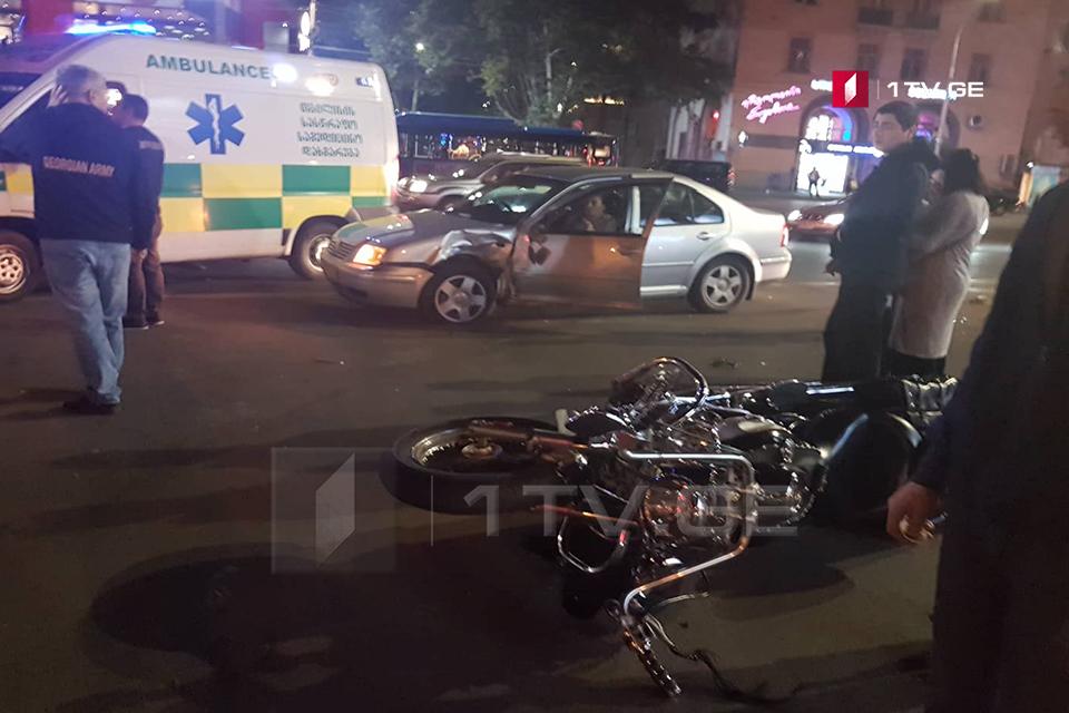თბილისში, კოსტავას ქუჩაზე ავტოსაგზაო შემთხვევის შედეგად ორი ადამიანი დაშავდა