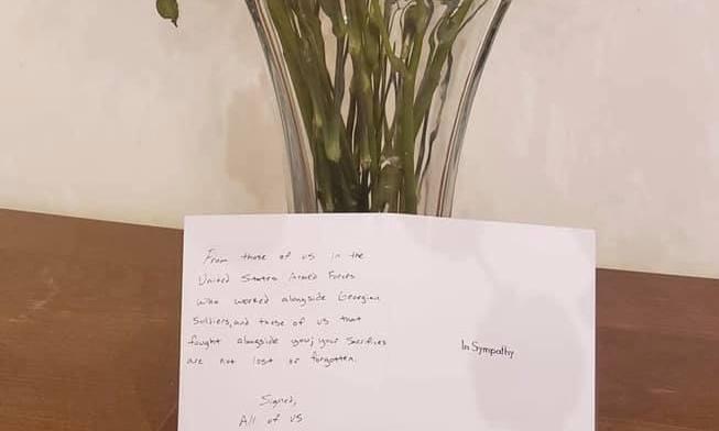 Посольство Грузии в США получило от неизвестного письмо и цветы в честь памяти погибшего в Афганистане грузинского солдата Васила Кулджанишвили