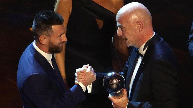 """ლიონელ მესი ფიფა-ს (FIFA) ექვსგზის საუკეთესო ფეხბურთელია - """"ლა სკალაში"""" წლის პრიზები დარიგდა"""