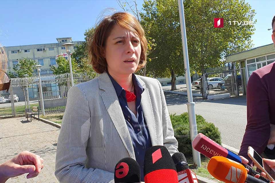 ელენე ხოშტარია მერვე პენიტენციურ დაწესებულებაში 20 ივნისის აქციის საქმეზე დაკავებულების მოსანახულებლად შევიდა