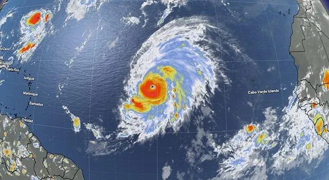 """ატლანტის ოკეანეში ფორმირებული მეოთხე კატეგორიის ქარიშხალი """"ლორენცო"""" სამხრეთ ამერიკის ჩრიდლო-აღმოსავლეთ სანაპიროსკენ მიემართება"""