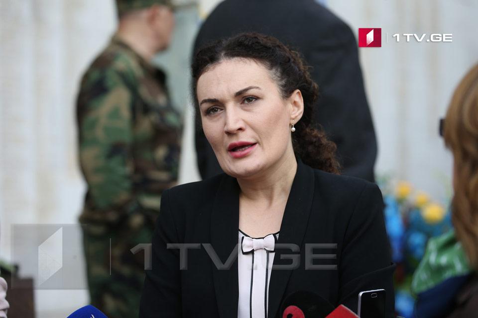 По оценке Кетеван Цихелашвили, нынешняя ситуация никому не выгодна, будь то грузину, абхазу или осетину, мы все мучаемся