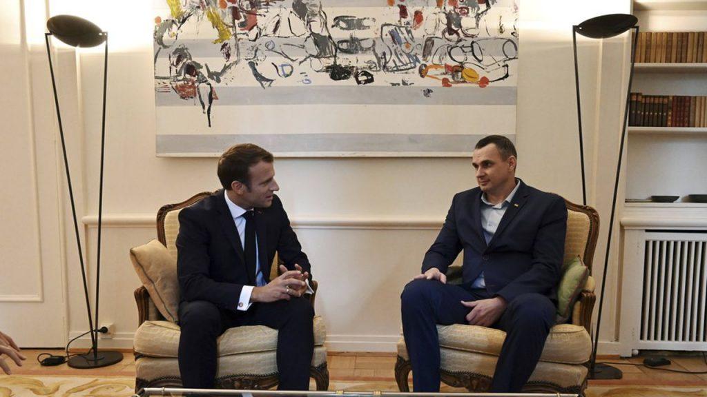 Эммануэль Макрон встретился с украинским режиссером Олегом Сенцовым в штаб-квартире Совета Европы