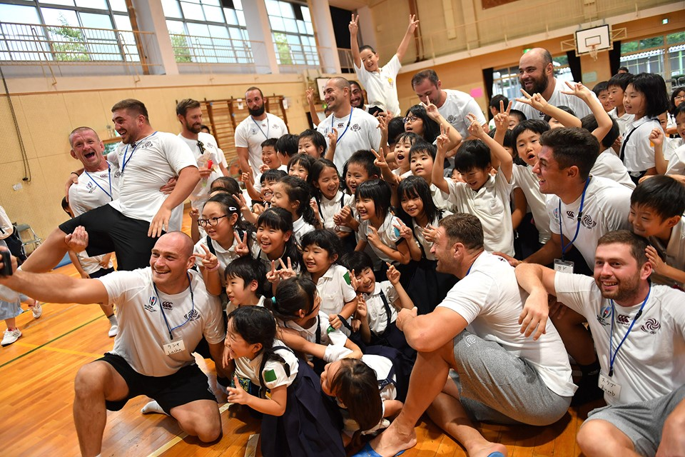 """Borjghalosnebi"" meet with school students in Osaka (Photo)"