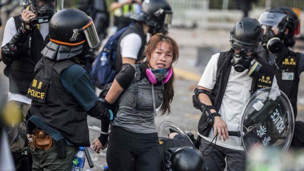 ჰონგ კონგში დემონსტრაციაზე არეულობის დროს 200-მდე ადამიანი დააკავეს