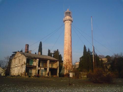 Несколько исторических строений, в том числе маяк в Сухуми, получили статус памятника культурного наследия