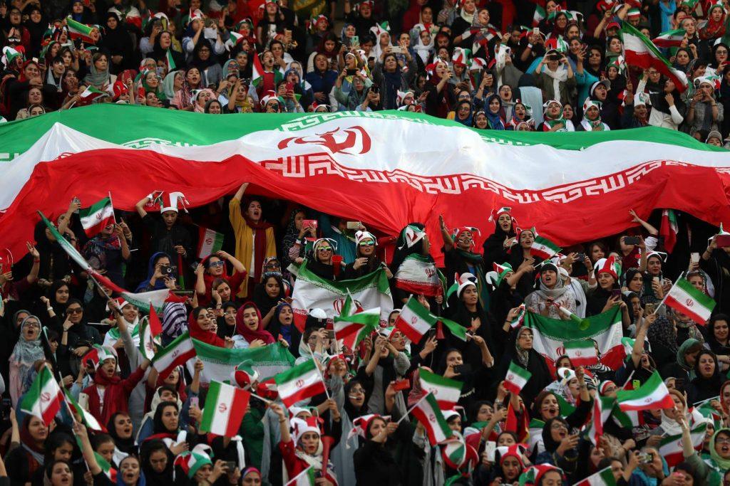 ირანელი ქალები საფეხბურთო მატჩს 40 წლის შემდეგ პირველად დაესწრნენ