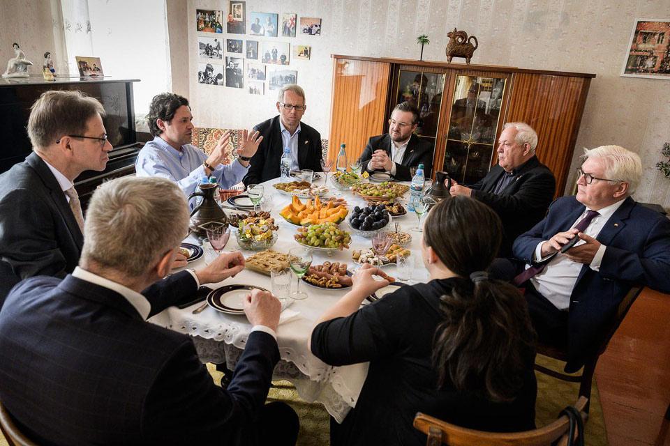 პიკის საათი - გერმანიის პრეზიდენტი ქართველი რეჟისორის თელავურ სახლში
