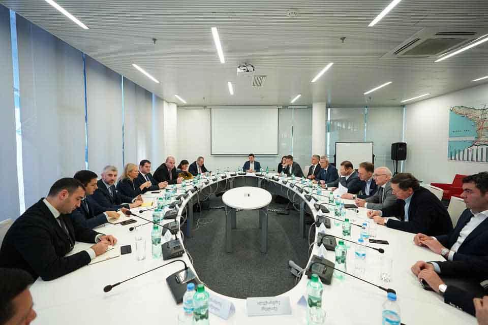 ნათია თურნავა ბიზნესგაერთიანებების ხელმძღვანელებს შეხვდა