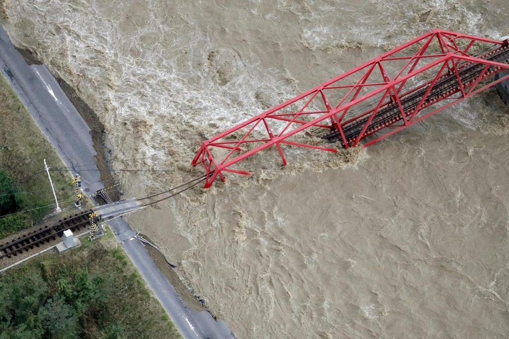 На Японию обрушился самый мощный тайфун за последние 60 лет