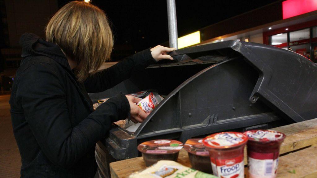 Суд Германии признал изъятие продуктов из мусора кражей