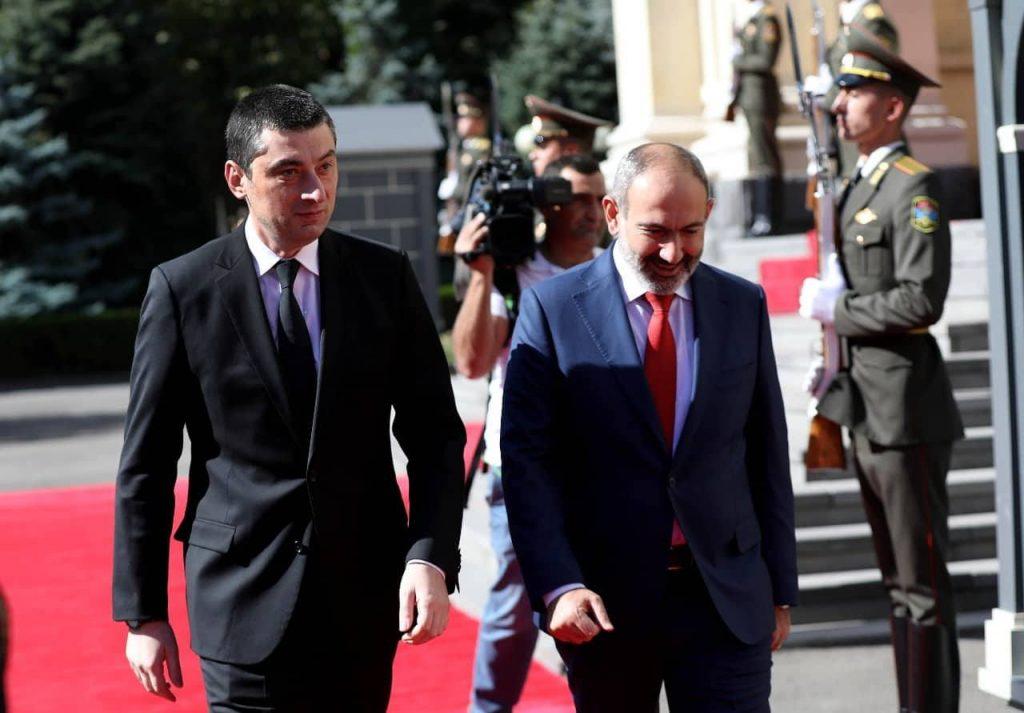 Գիորգի Գախարիայի պաշտոնական այցն Հայաստանի Հանրապետություն սկսվել է Նիկոլ Փաշինյանի հետ հանդիպմամբ