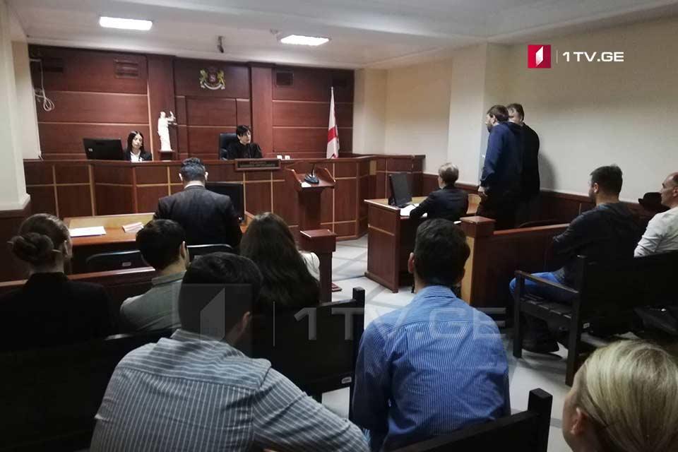 სასამართლო გლდანში არასრულწლოვნის დაჭრის ფაქტზედაკავებული მამაკაცის აღკვეთის ღონისძიების შეფარდებაზე მსჯელობს